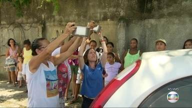 Em Boa Esperança, Nova Iguaçu, está faltando água - O RJ Móvel foi até lá saber das dificuldades que os moradores estão enfrentando, sem água, nesses dias quentes. A Cedae diz que tem obras em andamento e que o prazo para o fornecimento ser regualizado é de até seis meses.