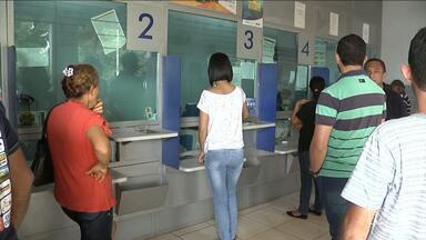 Agência bancária é interditada em Balsas, MA - A única agência da Caixa Econômica Federal que funciona em um prédio alugado foi interditada depois que parte do forro desabou.