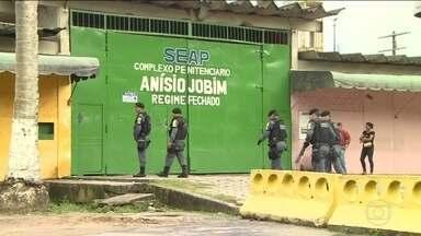 Diretor de presídio em Manaus onde houve massacre é afastado - Ele é suspeito de receber propina de presos. Denúncias foram enviadas por presos à Defensoria Pública do estado.
