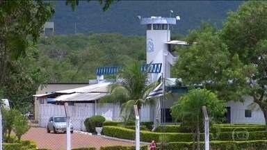 Entrada de arma e celular em prisão do Tocantins tem tabela de preço - 'Presos oferecem R$ 2 mil, R$ 3 mil para colocar celular dentro do sistema', diz funcionário de empresa que administra cadeia.