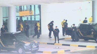Chefes de massacre em presídio no AM embarcam para presídios federais - Ao todo, 17 são transferidos do Compaj, Ipat e UPP, de Manaus.
