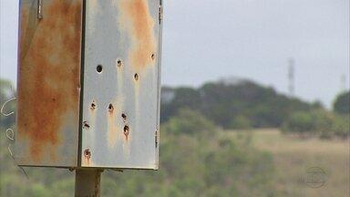 Radares de velocidade são alvos de tiros no Grande Recife - Caixa blindada evita que equipamentos sejam danificados pelos disparos.