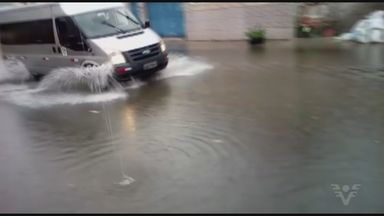 Chuvas trazem problemas em várias cidades da Baixada Santista - Alagamentos foram registrados em Santos e Cubatão.