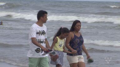 Brasileiros deportados aproveitam as férias em Praia Grande - Eles foram humilhados o aeroporto do México e foram deportados para o Brasil. Família revolver passar uns dias no litoral de São Paulo para aproveitar os dias de folga.