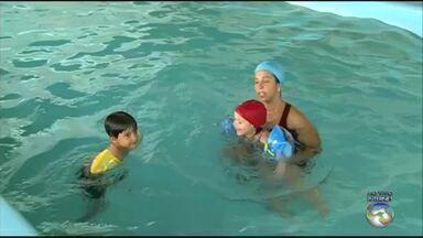 Saiba os cuidados que devem ser tomados com as crianças durante o verão - É preciso tomar cuidado com a exposição ao sol, afogamentos e tipos corretos de boias.