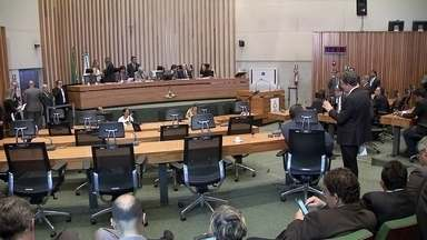 Distritais derrubam reajuste nas tarifas do transporte público - O governador do DF chamou a decisão de irresponsável.