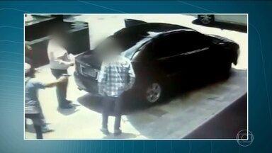 Homem é roubado a mão armada, em pleno dia, no bairro dos Jardins - Ele estava chegando pra se hospedar em um hotel da Alameda Santos.