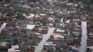 Chuva causa estragos em Paranaguá - Foram registrados duzentos e seis milímetros de chuva desde a noite de quarta-feira (11).