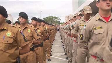 Mais de mil policiais militares se formaram em Curitiba - Os policiais são soldados da Polícia Militar e dos Bombeiros que vão trabalhar na capital, na região metropolitana e no litoral.