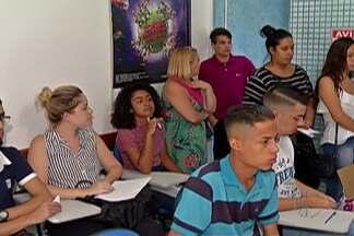 Posto de Mogi das Cruzes recebe vagas de estágio - Jovens e adolescentes procuram por vagas no Ciee.