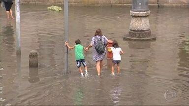 Chuva deixa ruas do Rio alagadas - Tempo instável deve continuar pelo menos até sexta-feira
