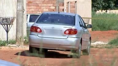 Homem é encontrado morto dentro de carro, em Aparecida de Goiânia - Polícia Civil investiga o caso.