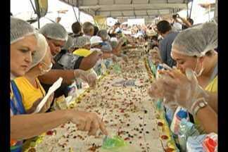 Capital paraense completa 401 anos nesta quinta-feira, 12 - Comemoração contou com bolo de 15 metro, no Mercado do Ver-o-Peso.
