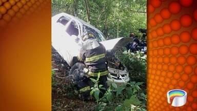 Homem de 65 anos morre em acidente na SP-50 em São José - Carro em que ele estava caiu em um barranco às margens da rodovia.