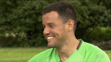 Wilson vence a saudade da família para se preparar para a temporada do Coxa - Goleiro titular do Coritiba supera a falta da esposa e da filha pensando na importância dos treinos em Foz do Iguaçu