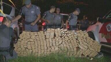 Polícia Militar apreende 500 kg de maconha após denúncia anônima em Hortolândia - Drogas foram encontradas em duas residências do Jardim Santa Rita. Polícia Militar também apreendeu R$ 10 mil e uma caminhonete.