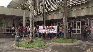 Paralisação dos funcionários terceirizados continua em Cubatão - Eles não receberam os salários e benefícios.