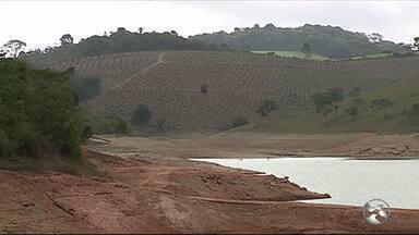 Estiagem provoca colapso na Barragem Brejão, em Sairé, no Agreste - Reservatório, que abastece a cidade de Bezerros, está com apenas 5%, da capacidade total.