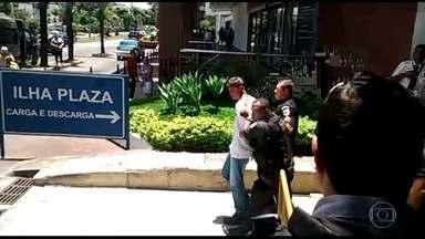 Tiroteio no Ilha Plaza Shopping assusta clientes e funcionários - Troca de tiros aconteceu durante roubo a uma joalheria. Dois bandidos foram presos.