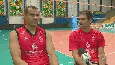 Amigos de quadra e fora dela, Rivaldo e Rodriguinho falam sobre amizade ao longo do tempo - Atletas do time de vôlei masculino de Campinas (SP), já jogaram juntos em time italiano.