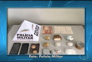 Em Montes Claros, mulher é presa suspeita de guardar drogas em casa - Prisão ocorreu durante cumprimento de mandado de busca e apreensão.