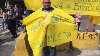 Manifestantes fazem ato contra aumento das tarifas de ônibus no Grande Recife - Ato incentivou uso de bicicletas pela população.