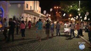 Artistas protestam contra pedido de abertura de rua em frente ao Theatro 4 de Setembro - Artistas protestam contra pedido de abertura de rua em frente ao Theatro 4 de Setembro