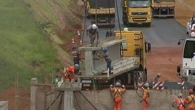 BR-050 tem dois pontos de interdição em Goiás - Motoristas devem redobrar a atenção ao passar pelo trecho entre Catalão e Cristalina, que está em obras.