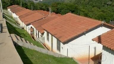 Casas construídas em Nova Friburgo para vítimas de 2011 estão ocupadas há um ano - As casas ainda não estão prontas.