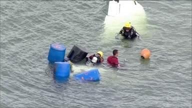 Termina o resgate dos corpos das vítimas de avião que caiu no mar de Paraty - Cinco pessoas morreram. Entre elas, o ministro do Supremo Tribunal Federal, Teori Zavascki.