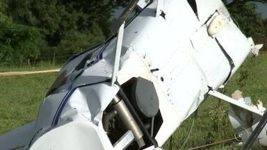 Piloto nega em depoimento alteração no prefixo de helicóptero que caiu em Buritama - O piloto do helicóptero que caiu na sexta-feira (13), em Buritama (SP), negou para a polícia ter adulterado o prefixo da aeronave. O Centro de Investigação e Prevenção de Acidentes Aeronáuticos (Cenipa), departamento da Aeronáutica que investiga acidentes aéreos, afirmou que o helicóptero é clonado.