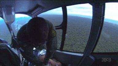 Conheça o trabalho dos policiais do Batalhão de Operações Aéreas - Eles participam de perseguições, procura por bandidos e também de resgates.
