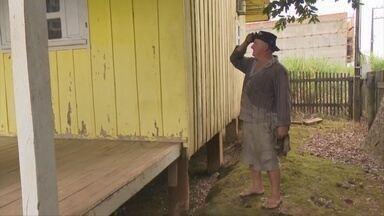 Um ano após enchente, moradores relembram prejuízos em Ji-Paraná - Igarapé 2 de Abril transbordou e inundou casas em janeiro de 2016.