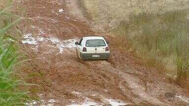 Chuva dificulta a passagem por estradas de terra de Rio Claro e Corumbataí - Prefeituras afirmam que manutenção das vias é prioridade, mas não dão prazo para recuperação.