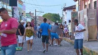 Mesmo com segurança reforçada, fim de semana é violento em Olinda - Moradores e foliões denunciaram casos de assaltos na região. Ação criminosa foi flagrada pela TV Globo