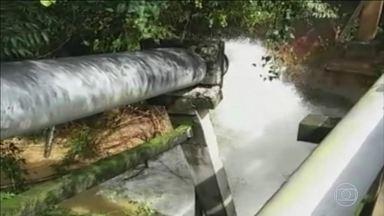 Chuva rompe adutora e deixa metade de Sorocaba sem água - Moradores invadiram escolas e creches para pegar água. Prefeitura decretou estado de emergência.