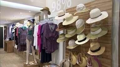 Roupas com proteção solar ganham espaço no mercado de moda do país - Empresário francês investe em tecnologia e beleza para conquistar o Brasil. As peças de moda casual têm modelos variados e um belo acabamento.