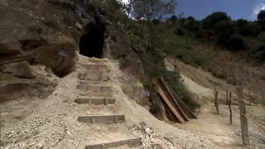 Mina de Eike Batista na Colômbia não chegou a produzir ouro - Fantástico foi até a Colômbia para conhecer a mina de Eike Batista. A mina existe, mas nas mãos de Eike não chegou a produzir um grama de ouro.