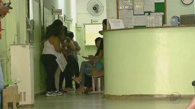 Falta de vacina contra a febre amarela em postos gera reclamação em São Carlos, SP - Apesar da promessa da prefeitura, doses não foram distribuídas.