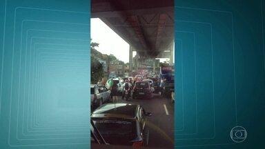 Série de casos de violência assusta motoristas e passageiros nas principais ruas da cidade - Os tiroteios aconteceram na hora da volta para casa. Foram quatro casos de violência na Linha Vermelha e na Avenida Brasil. Tudo aconteceu em menos de três horas.