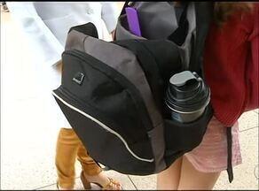 Pais precisam ficar atentos ao peso da mochila das crianças; veja dicas - Pais precisam ficar atentos ao peso da mochila das crianças; veja dicas