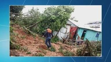 Cinco casas desmoronam após chuvas em Tefé, no AM - Temporal durou cerca de 13 horas.