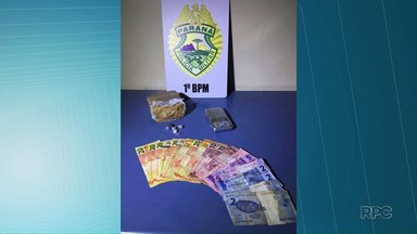 Idoso é preso por tráfico de drogas em Ponta Grossa - O homem de 74 anos foi preso com crack, balança de precisão e dinheiro