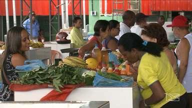 Feirantes de bairro de São Luís tem 24 horas para desocupar ruas em torno de mercado - Mercado foi entregue todo reformado, mas os feirantes se recusam a trabalhar dentro do prédio