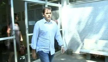 Vereador de Rio Preto presta depoimento na Polícia Federal - O vereador Fábio Marcondes prestou depoimento na manhã desta sexta-feira (10) na Polícia Federal de São José do Rio Preto (SP). Ele é investigado por compra de votos nas últimas eleições e abuso de poder econômico.