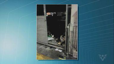 Quadrilha rouba cofre em terminal de ônibus em Guarujá - Ação aconteceu na madrugada desta sexta-feira. Criminosos fugiram com o cofre do local.