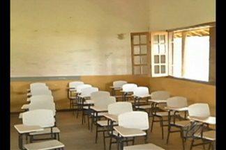 Estudantes reclamam de prejuízo no ensino com fechamento de 50 escolas no Pará - Portaria do Governo do Estado determinou, há uma semana, o fechamento de 50 escolas de ensino fundamental e médio em todo o Pará. Uma das alegações é abaixa procura de alunos nessas instituições.