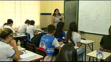 Alunos da rede estadual já estão se preparando para o Enem em Caruaru, no Agreste - É preciso se preparar durante todo o ensino médio e aumentar o ritmo no terceiro ano.