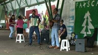 Feira em Umuarama reúne alimentos naturais, artesanatos e música - A Faisca é realizada pelos alunos da UEM de Umuarama, todos os sábados, a partir das 16h.
