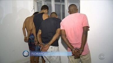 Polícia prende suspeitos de envolvimento em ataques; veja giro de notícias - Polícia prende cinco suspeitos de envolvimentos em ataques em Florianópolis; veja o giro de notícias